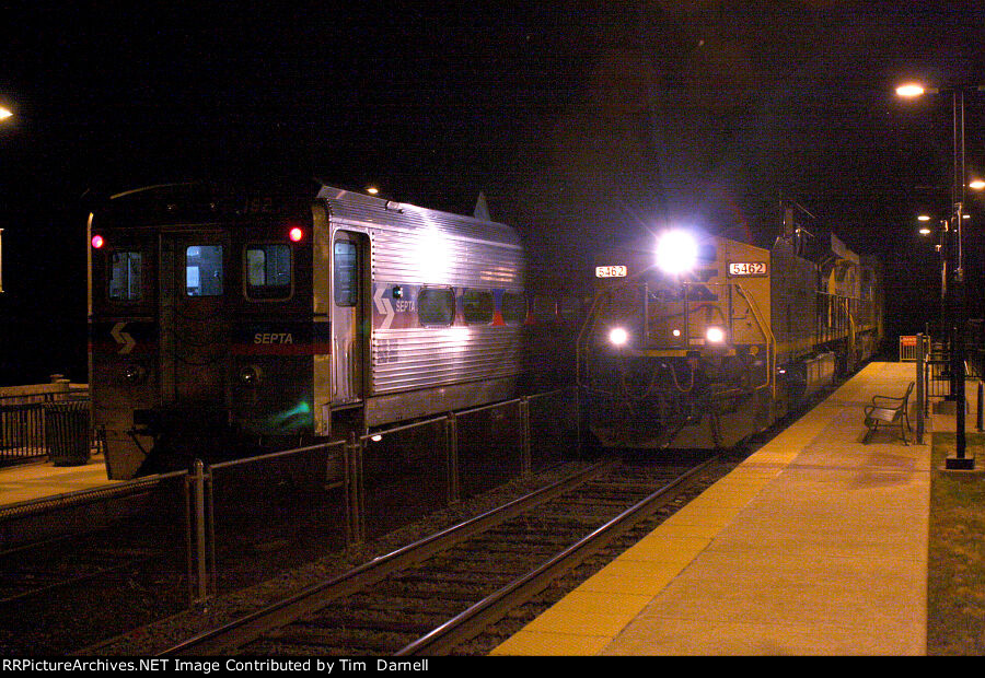 CSX 5462, 172 on S439 meet EB SEPTA with 162 trailing.